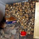 Zimní komfort - suchou nohou pro suché dřevo v zadní části chaty