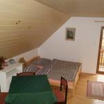4-lůžkový pokoj se vchodem na balkon.