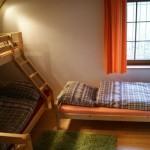 """První """"ložnice"""" pro 4 osoby se nachází na chodbě u schodů v mezipatře."""