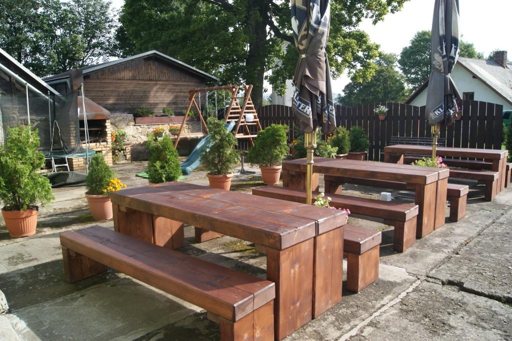 Nové stoly